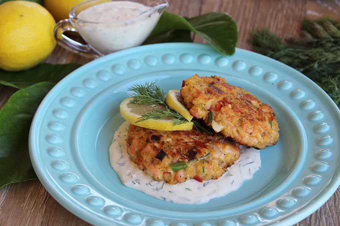 Fresh Salmon Cakes with Lemon Dill Sauce